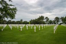 75th anniversary of D-Day - Classic Car Road Trip Normandy, 75 years after D-Day: The Normandy American Cemetery and Memorial at Omaha Beach in Colleville-sur-Mer,...